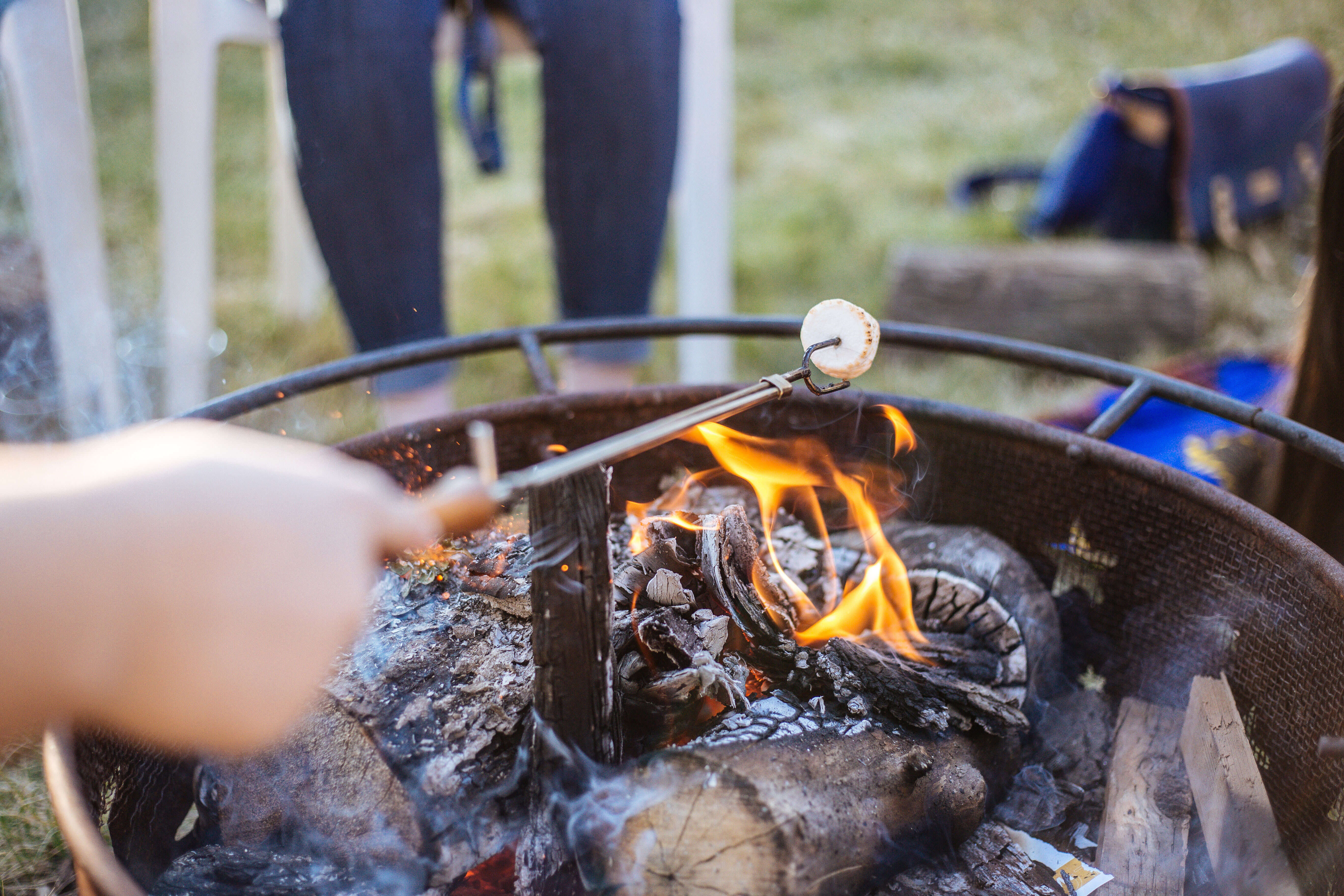 one summer thing to do in spain with kids is a campfire