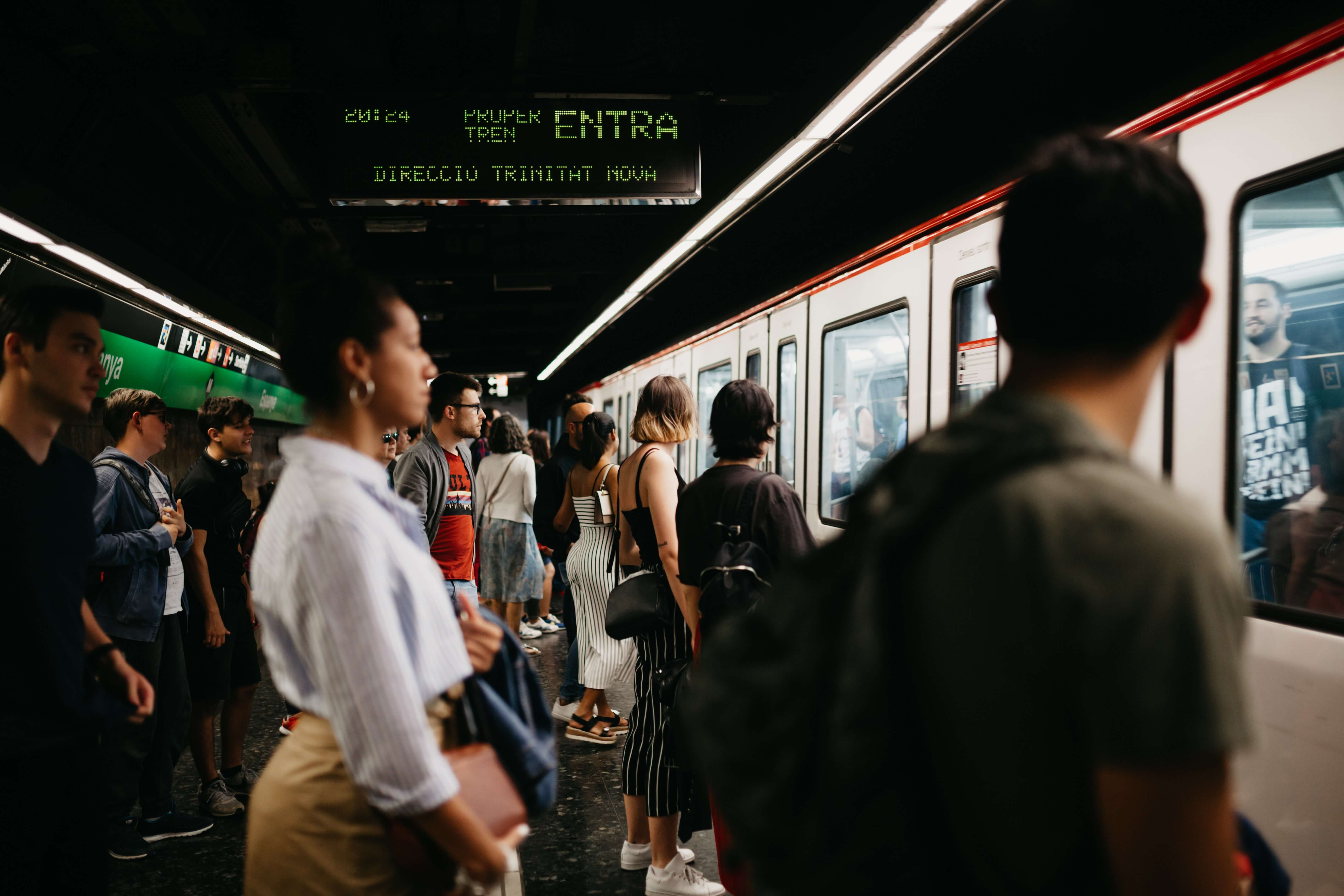 barcelona metro prices and crowds