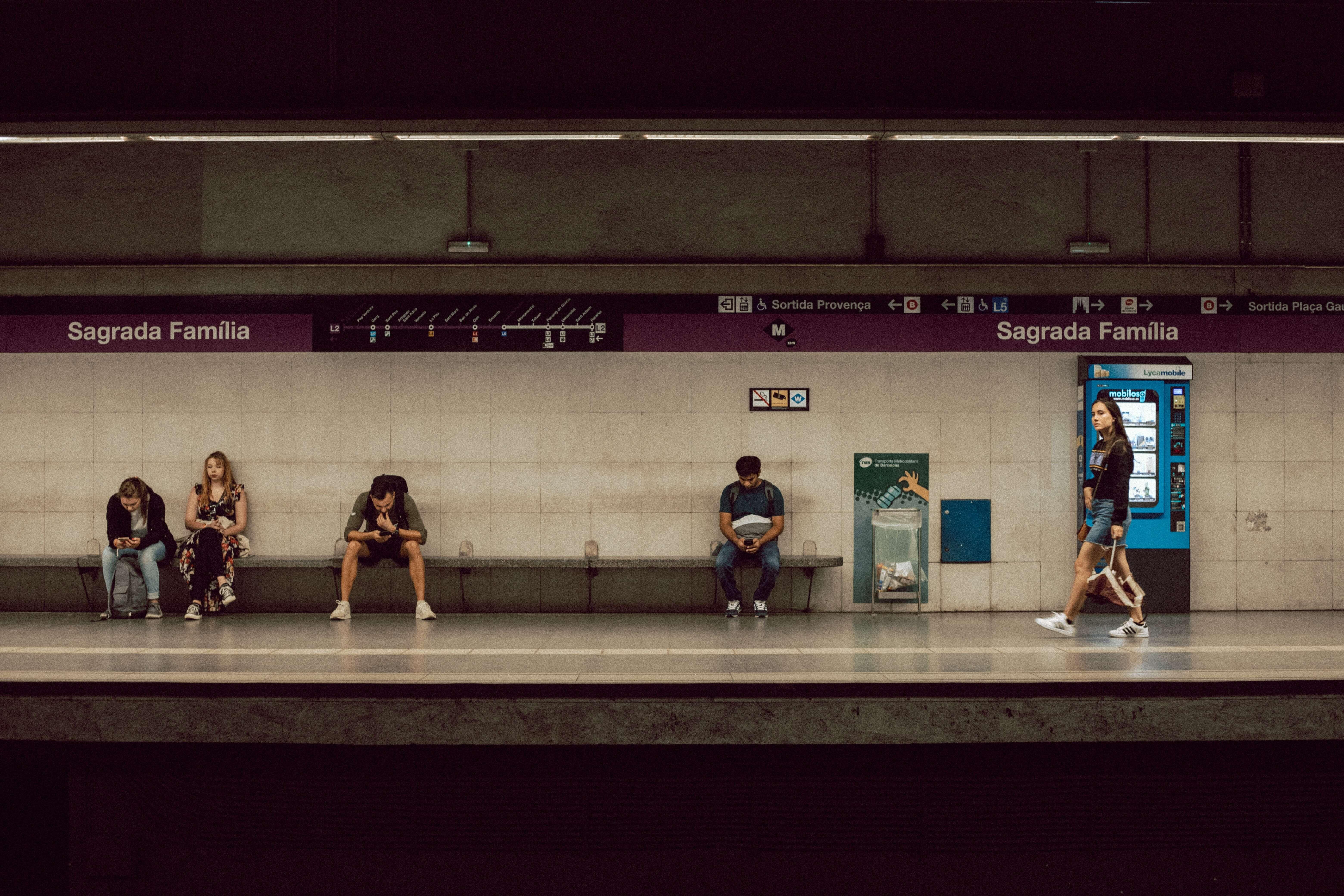 barcelona metro train tracks