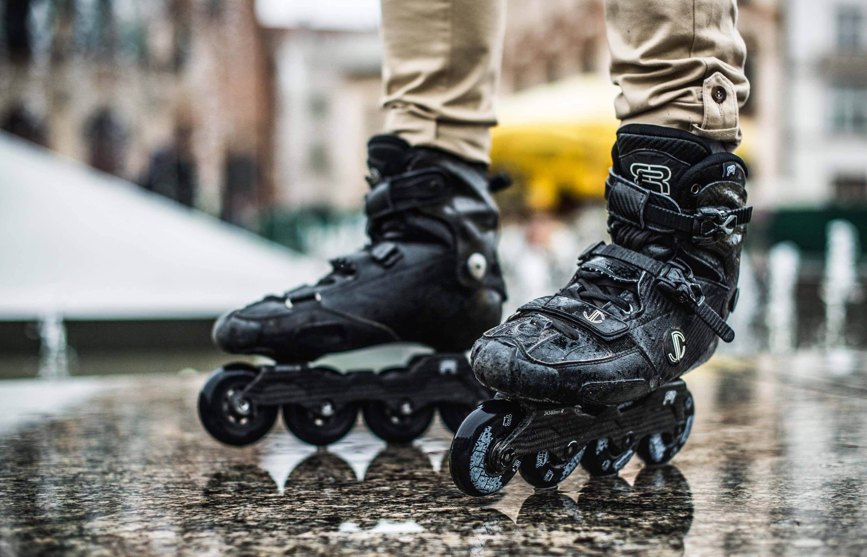 benefits of roller skating vs. roller blading
