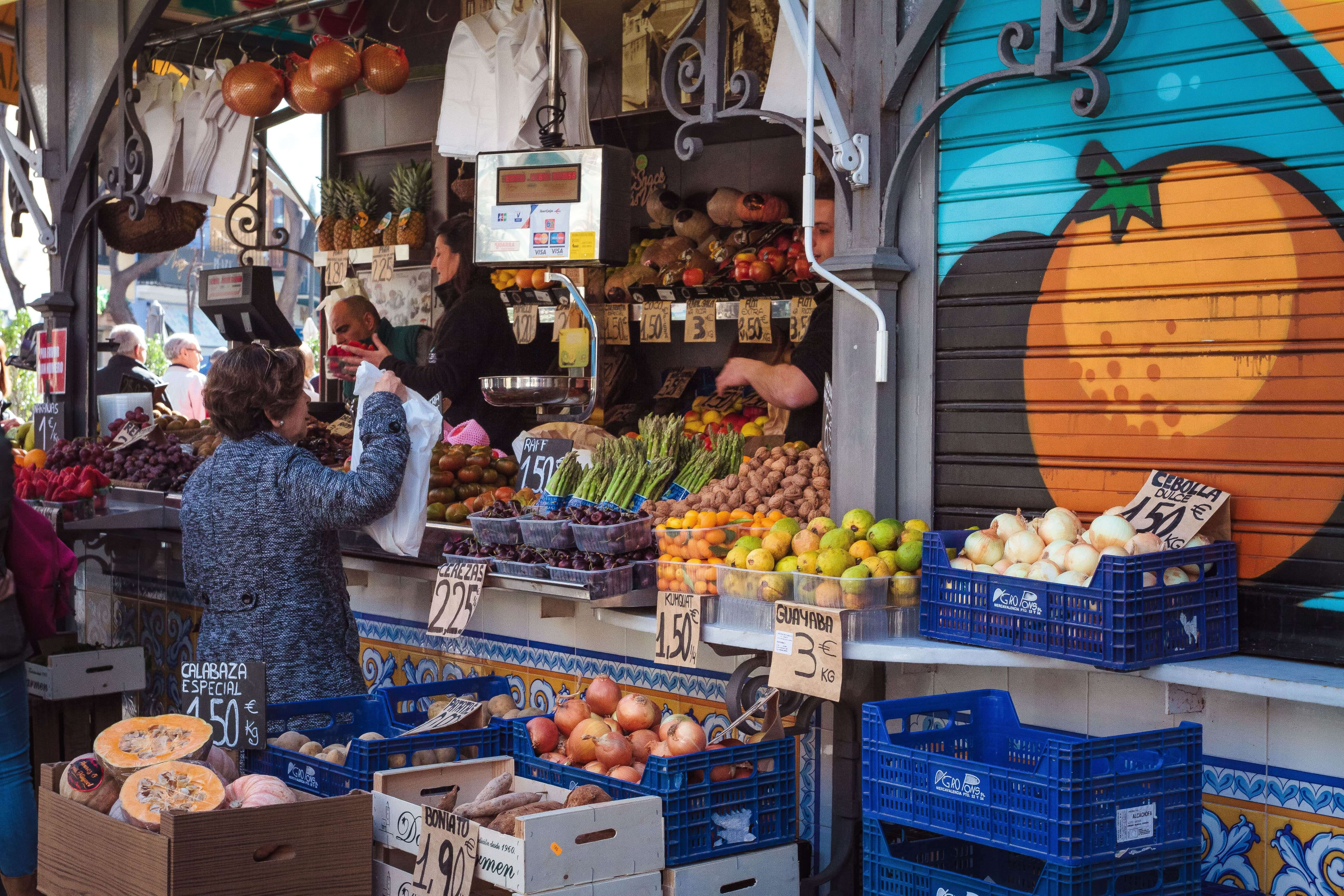 cost of living in valencia for buying fruits and vegetables is low