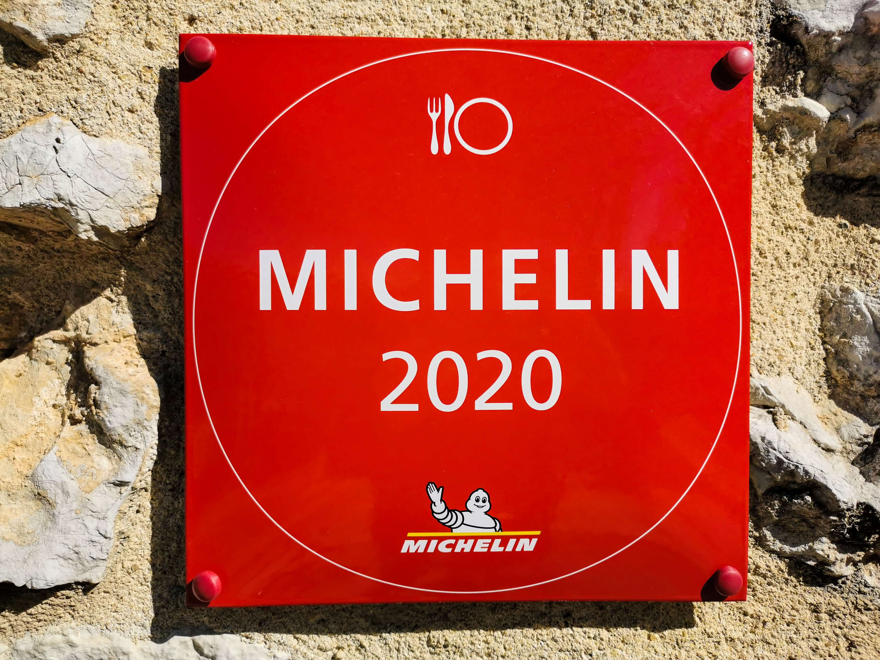 michelin star restaurants in spain feature this sign
