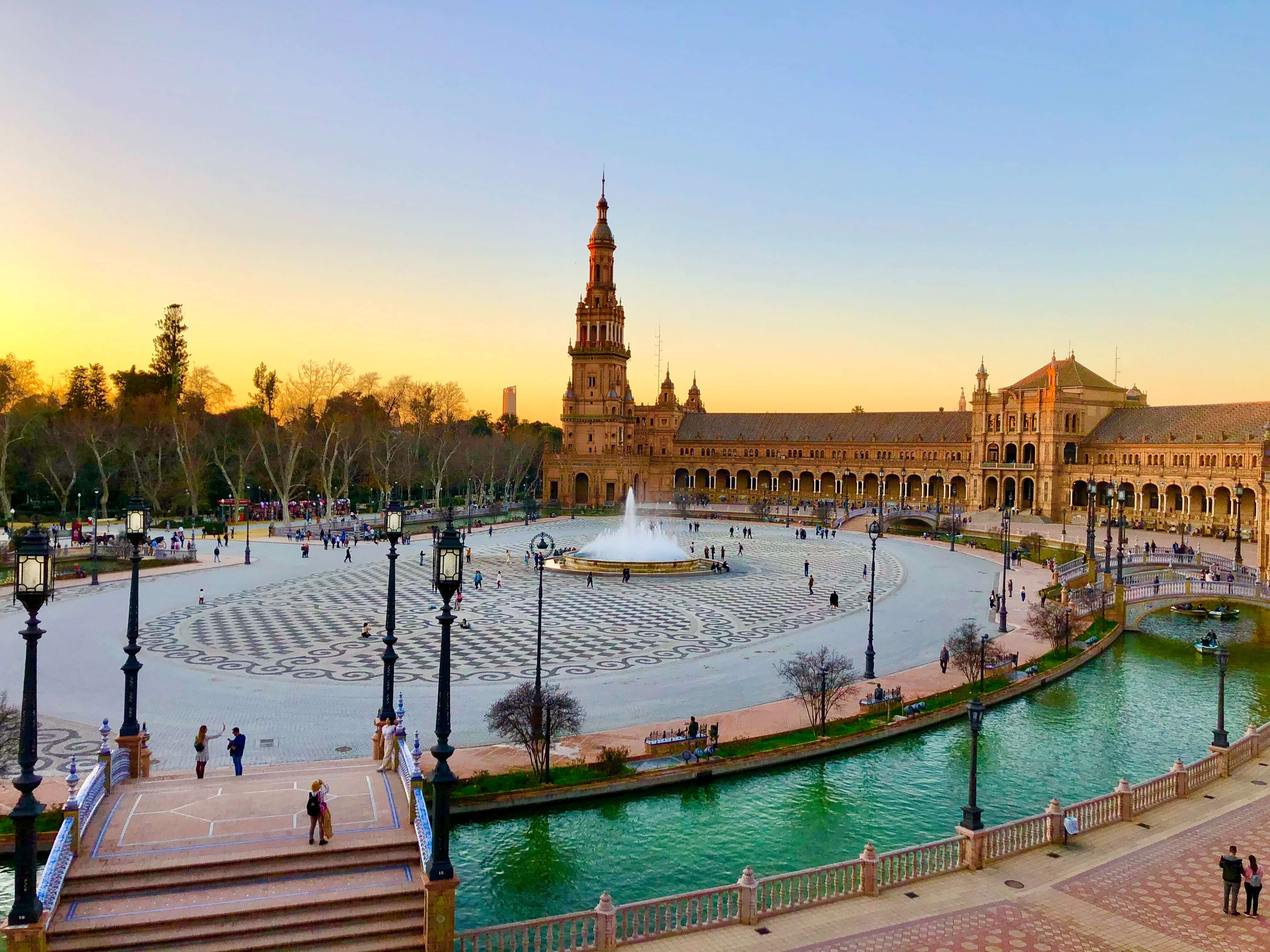 seville cost of living for entertrainment